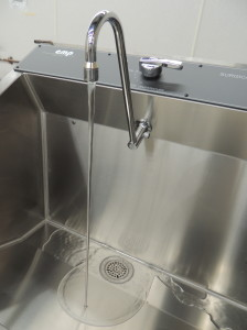 Non-splash Continental Metal Products scrub sink