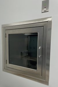 Pass Through Chamber with Interlocking Doors and Indicator Light